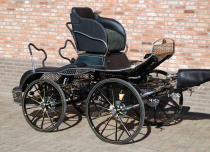 voiture de marathon fei quatre poneys chr van den heuvel. Black Bedroom Furniture Sets. Home Design Ideas